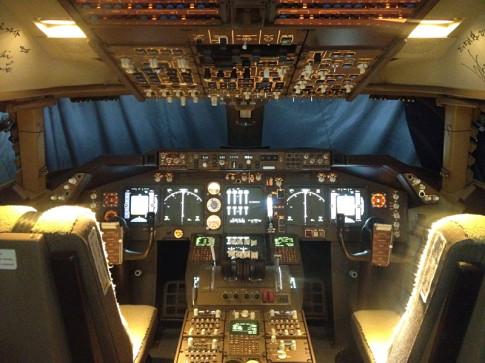 747-cockpit